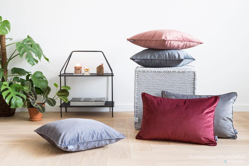 Poduszka dekoracyjna Grey Velvet 40x60 cm - We Love Candles&We Love Beds