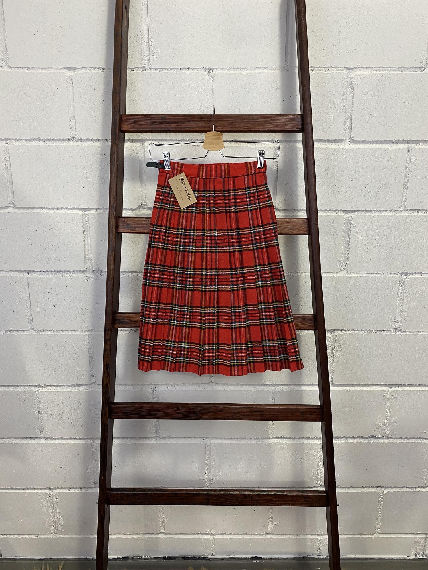Czerwona wełniana spódnica w kratę - Vintage Store | JestemSlow.pl