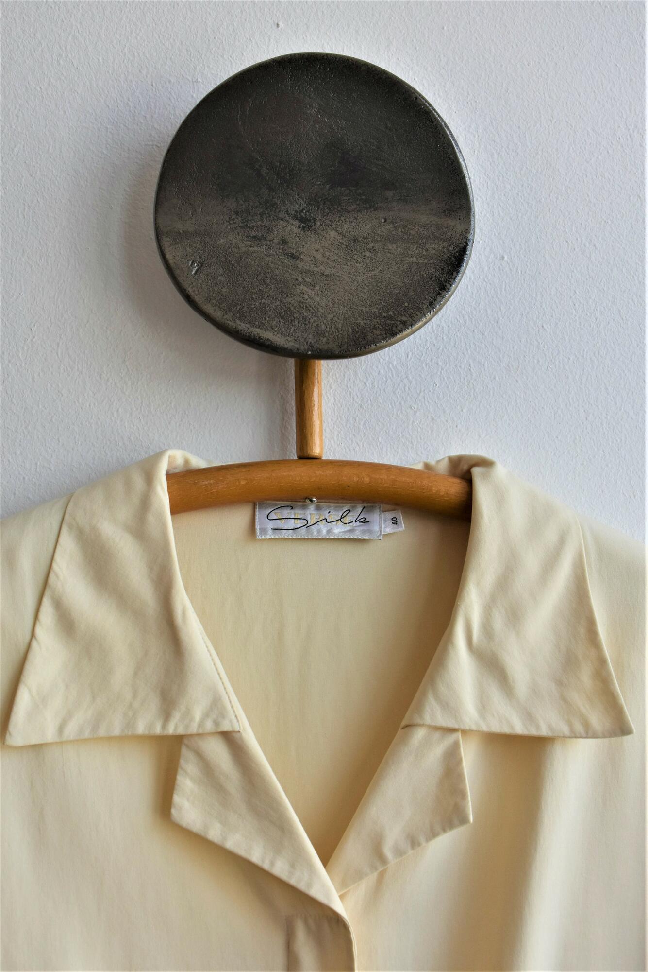 Kremowa koszula ze szlachetnego jedwabiu - PONOŚ SE vintage shop | JestemSlow.pl