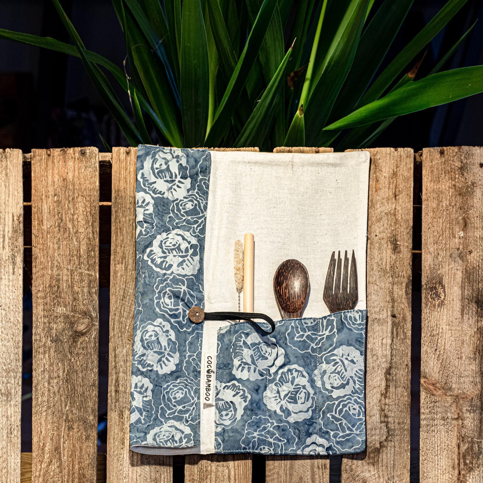 Zestaw bambusowych sztućców z matą (30cm x 30cm) - COCOBAMBOO