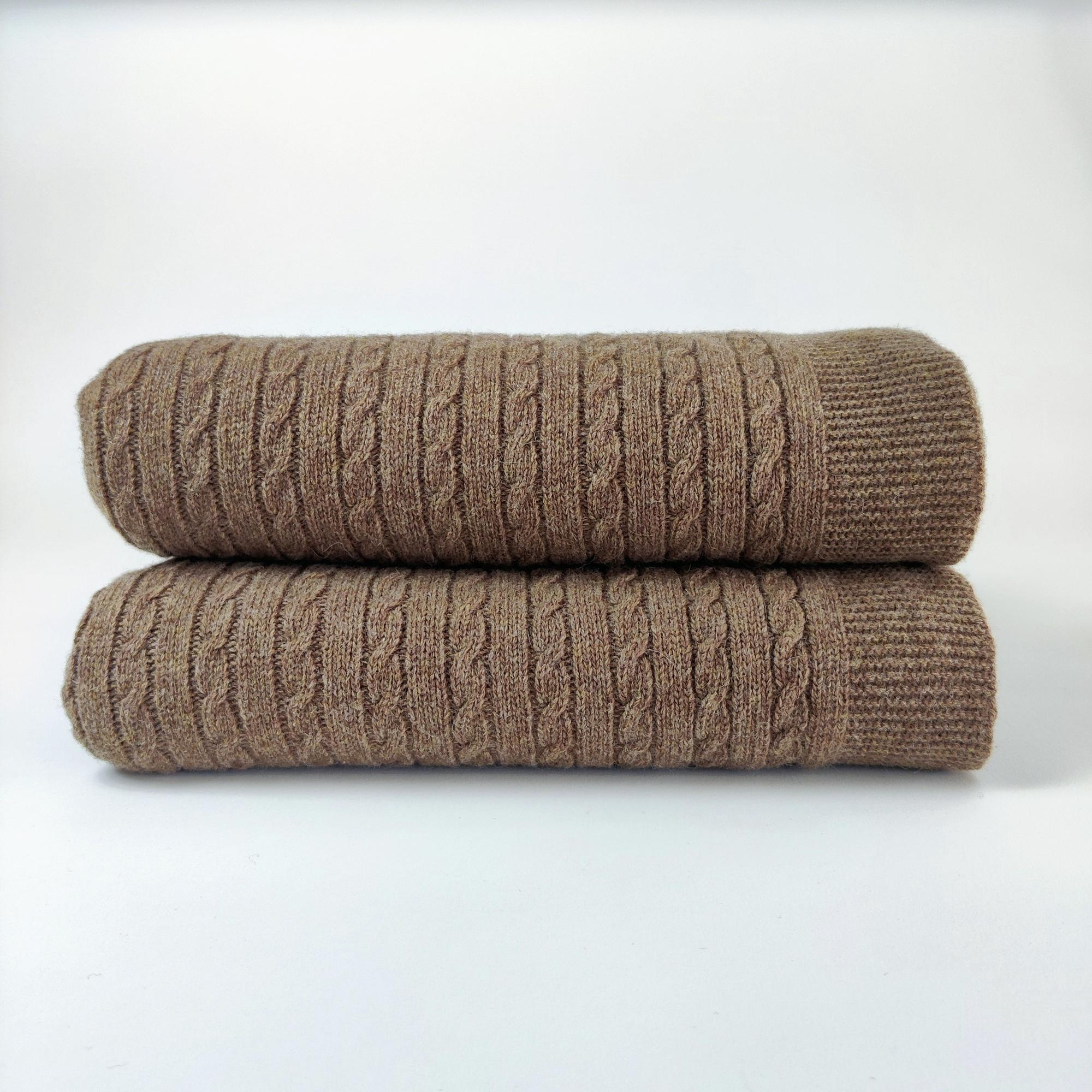 KOC RUSTIC CABLE KNIT - Resort Living