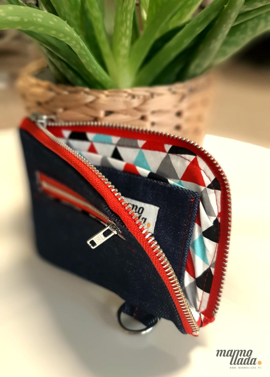 Portfel z jeansu z podszewką w trójkąty - Marmollada