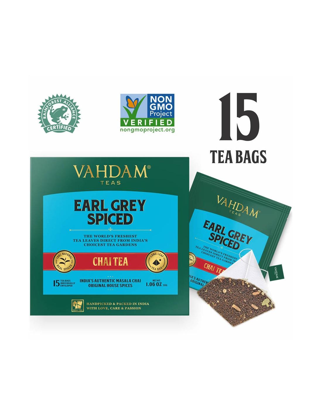 Niekonwencjonalne połączenie tradycyjnej indyjskiej herbaty Masala Chai z nutami naturalnego ekstraktu z bergamotki. Skład: herbata czarna Assam 85%, naturalny ekstrakt z bergamotki 2%, kardamon 4%, cynamon 2,5%, czarny pieprz 3%, goździki 3,5% Temperatura wody: 90-100 C Czas parzenia: 3-5 minut Zawartość kofeiny: wysoka Ilość: 15 szt/30g  Nowoczesna interpretacja tematu tradycyjnej indyjskiej herbaty Masala Chai - popisowy słodowy i odważny smak najwyższej jakości czarnych herbat Assam CTC, połączony z mieszaniną świeżych, aromatycznych przypraw indyjskich, takich jak kardamon, cynamon, goździk i czarny pieprz, a jednocześnie odświeżony nutami cytrusowymi olejku z bergamotki. Ciepłe, pikantne nuty przypraw, orzeźwione nutami cytrusa, które dają ciekawą, rozgrzewającą herbatę, polecaną na chłodniejsze miesiące. Czarne herbaty do naszych mieszanek Chai zbierane są ręcznie w rejonie Assam w miesiącach letnich (maj- sierpień), czyli w okresie kiedy liście są w szczycie swojej mocy, smaku