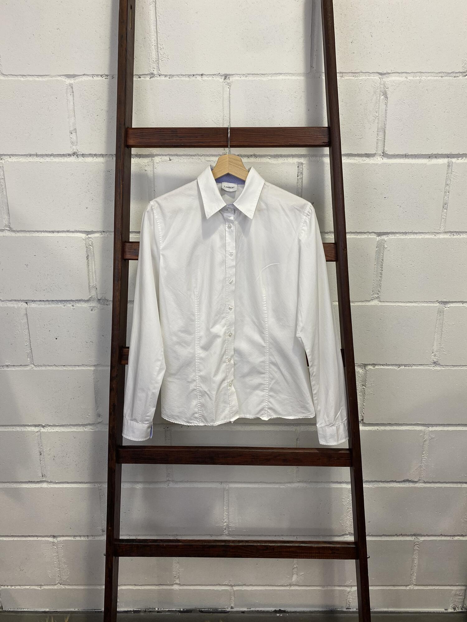 Biała prosta koszula z mankietami i kołnierzem LAMBERT - Vintage Store | JestemSlow.pl