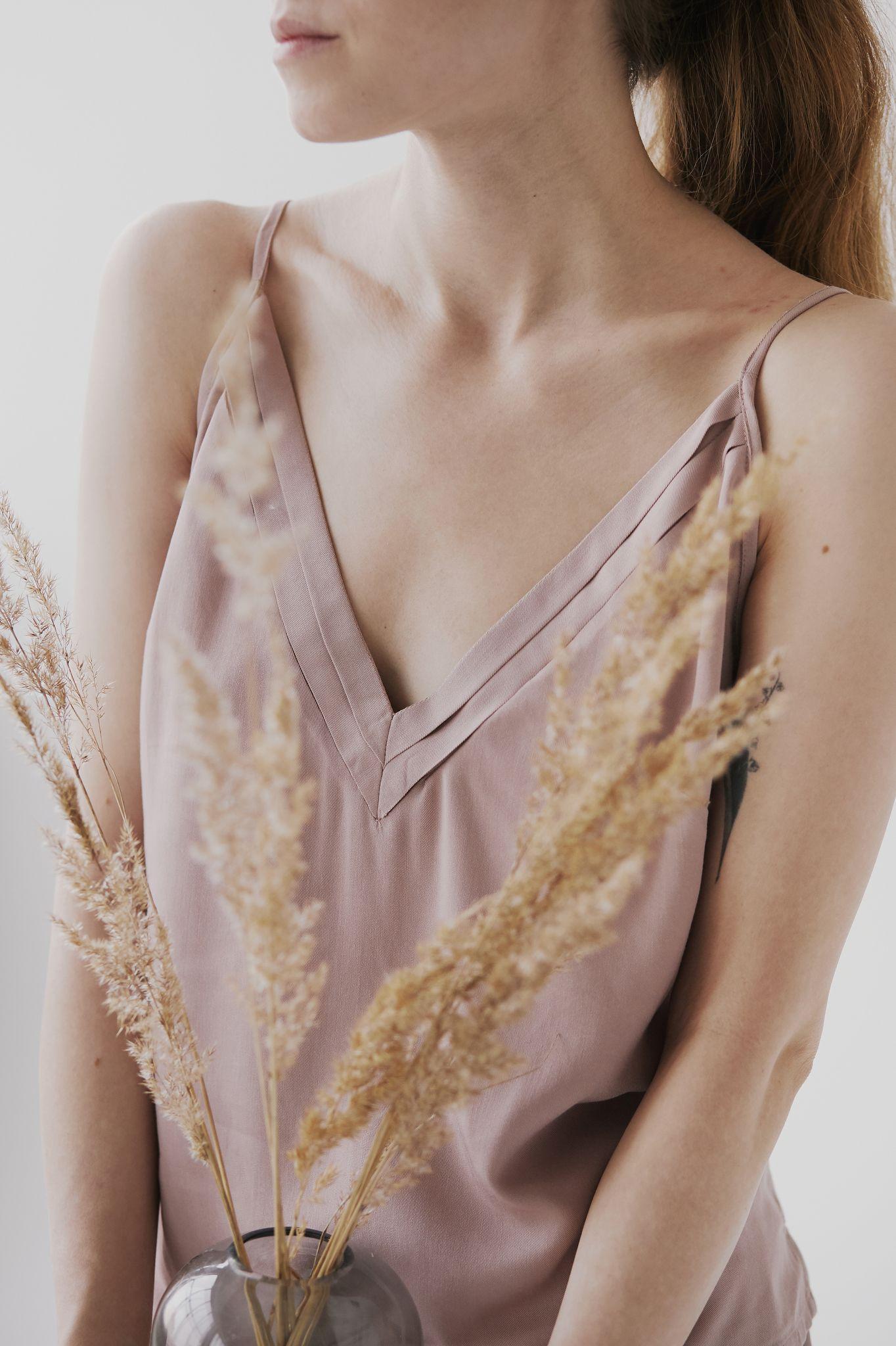 koszulka z plisowanym dekoltem - wiskoza - mavka concept   JestemSlow.pl