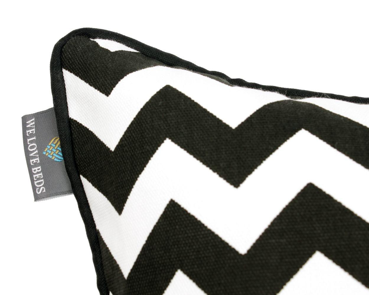 Poduszka dekoracyjna Zig Zag Black White 60x60 cm - We Love Candles&We Love Beds