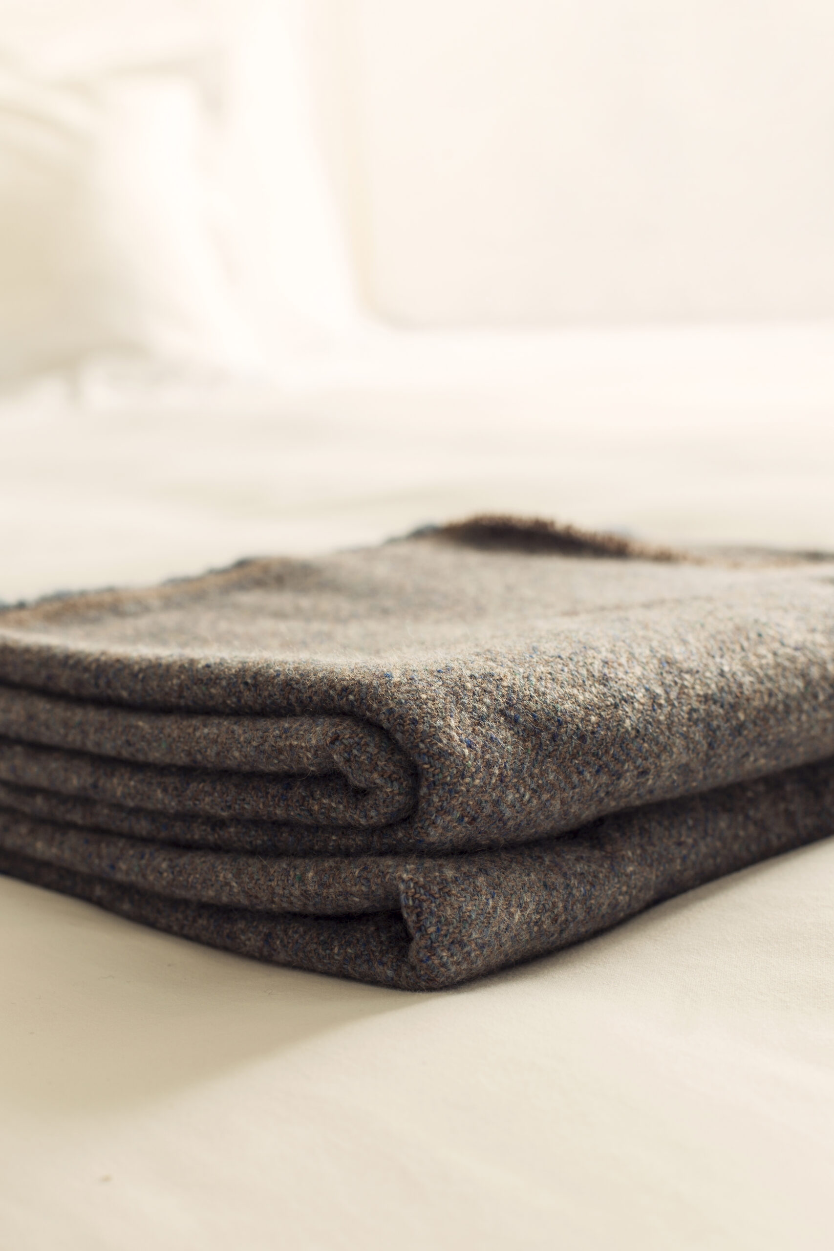 Ultimate Comfort Cashmere Blanket Szaro-Niebieski - Yoga Retreatment | JestemSlow.pl