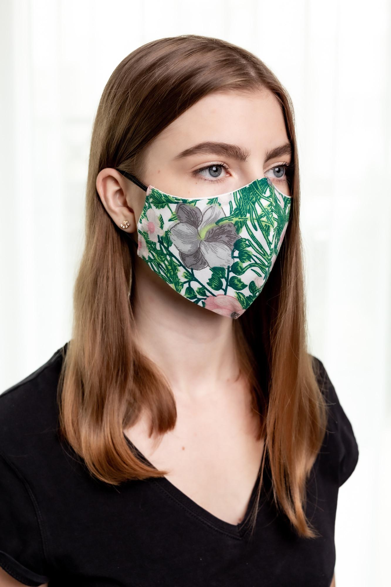 Bawełniana maseczka ochronna dwuwarstwowa Materiał: 100 bawełna Swoboda oddychania Rozmiar: Unisex Produkt higieniczny nie podlega zwrotowi Wyprodukowano w Polsce