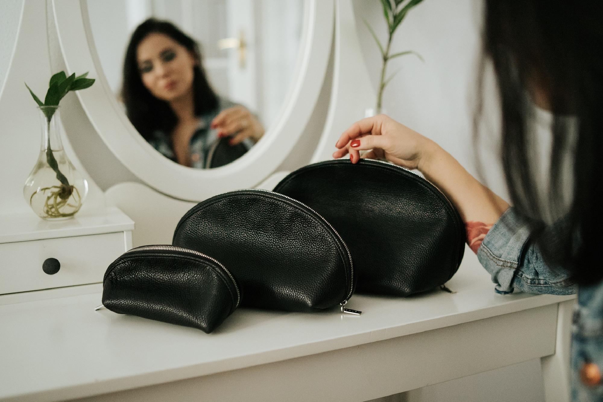 Komplet kosmetyczek BEAUTY HELPER - skórzane kosmetyczki - czarne - Nashe