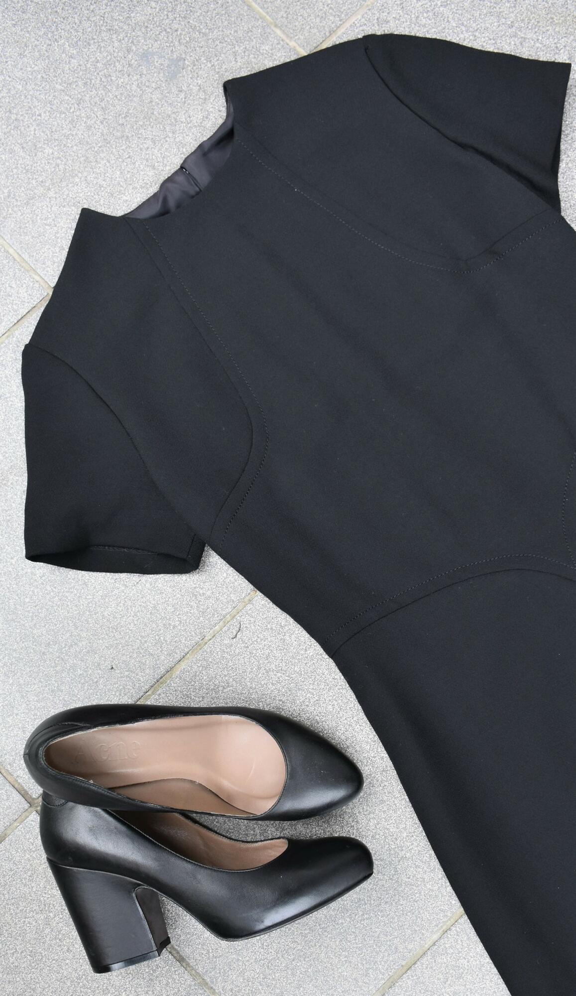 Minimalistyczna wełniana sukienka - PONOŚ SE vintage shop | JestemSlow.pl