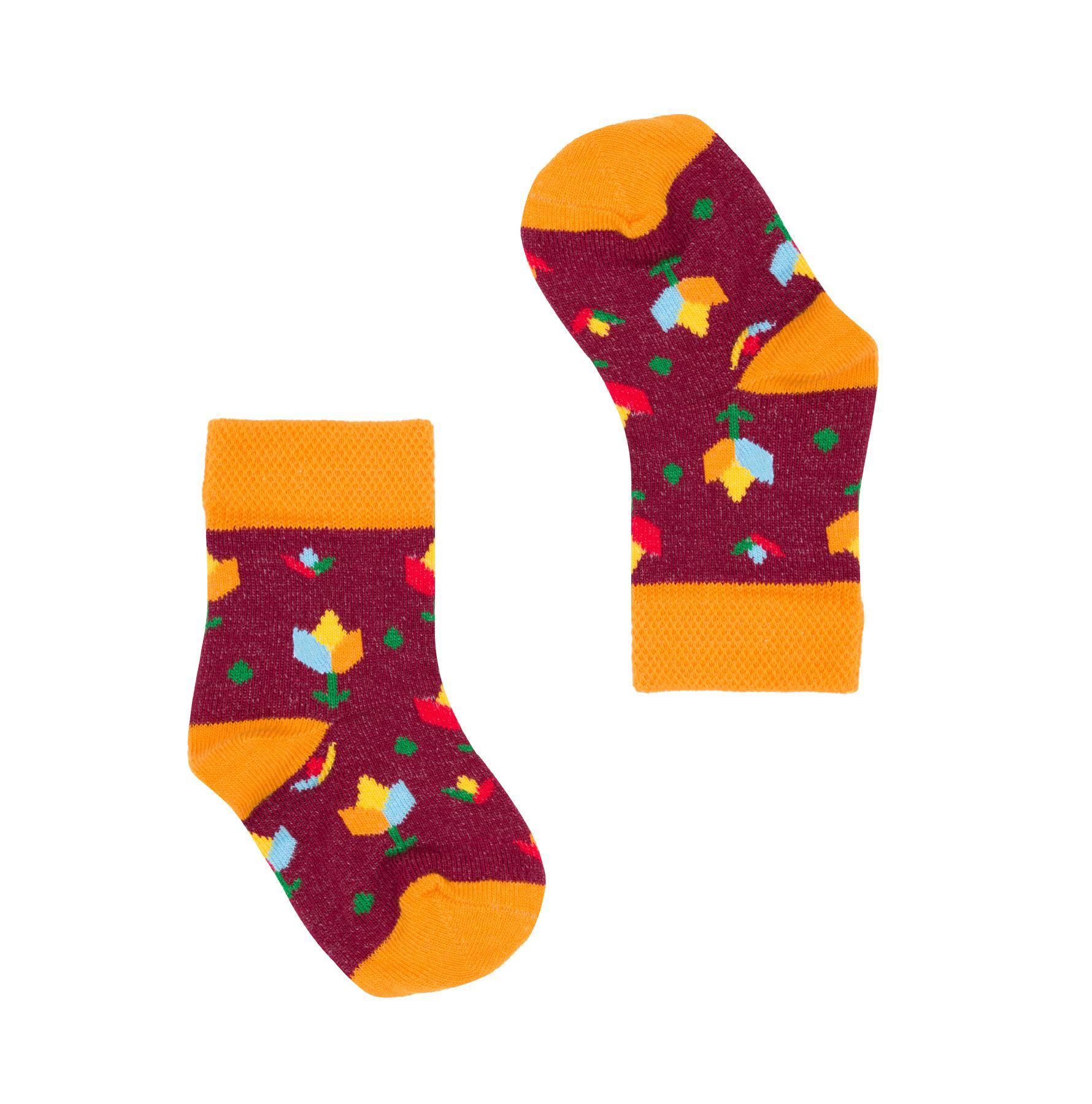 Śmieszne, kolorowe skarpetki dziecięce FAVES Socks & Friends w rozmiarach niemowlęcych z kolekcji holenderskiej w tulipany! Poznaj kolorowe skarpety marki Faves Socks & Friends i dodaj swoim stylizacjom odrobinę szaleństwa, a podróżnicze motywy niech inspirują Cię do wypraw małych i dużych. Wzory skarpet przedstawiają symbole charakterystyczne dla danego kraju. Znajdziesz u nas także więcej motywów z tej kolekcji w innych rozmiarach - może to idealny pomysł na skarpety dla całej rodziny? Rozmiar: 14-19, idealne od urodzenia. Rozmiar: 20-25 od około roku do 3 lat Made in Poland. – produkty są zarówno projektowane jak i produkowane wyłącznie w Polsce. Bawełna stosowana w skarpetach posiada certyfikat OEKO TEX, który stanowi gwarancję bezpieczeństwa dla skóry. Skład skarpet: 80% bawełny czesanej / 15% poliamidu / 5% elastanu