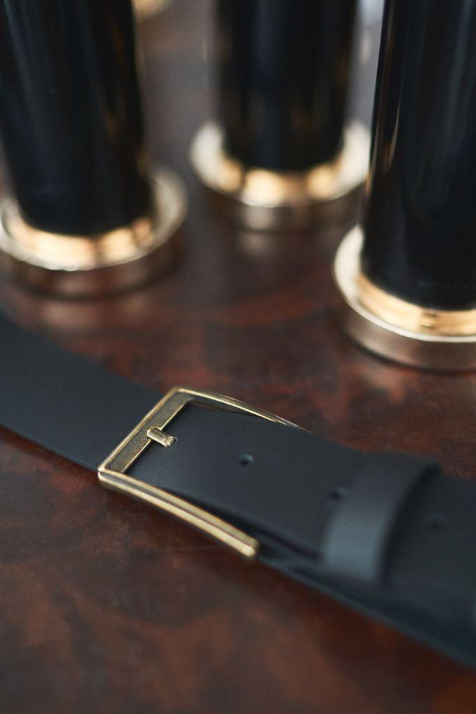 PASEK OLD STYLE GOLD czarnaskóra prostokątna złota klamra klasyczny minimalistyczny - Bellera