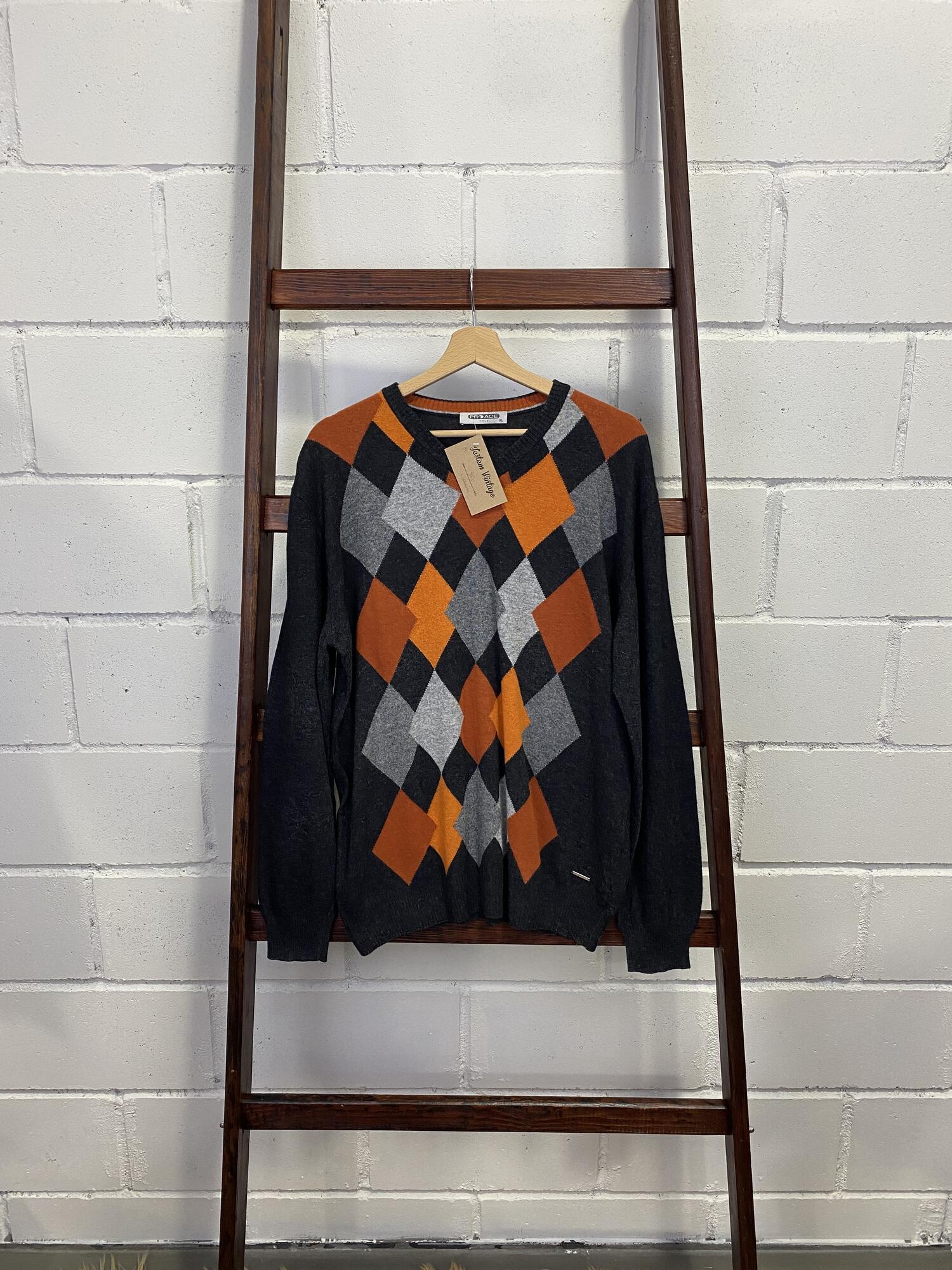 Szary sweter w serek w pomarańczowe romby - Vintage Store | JestemSlow.pl