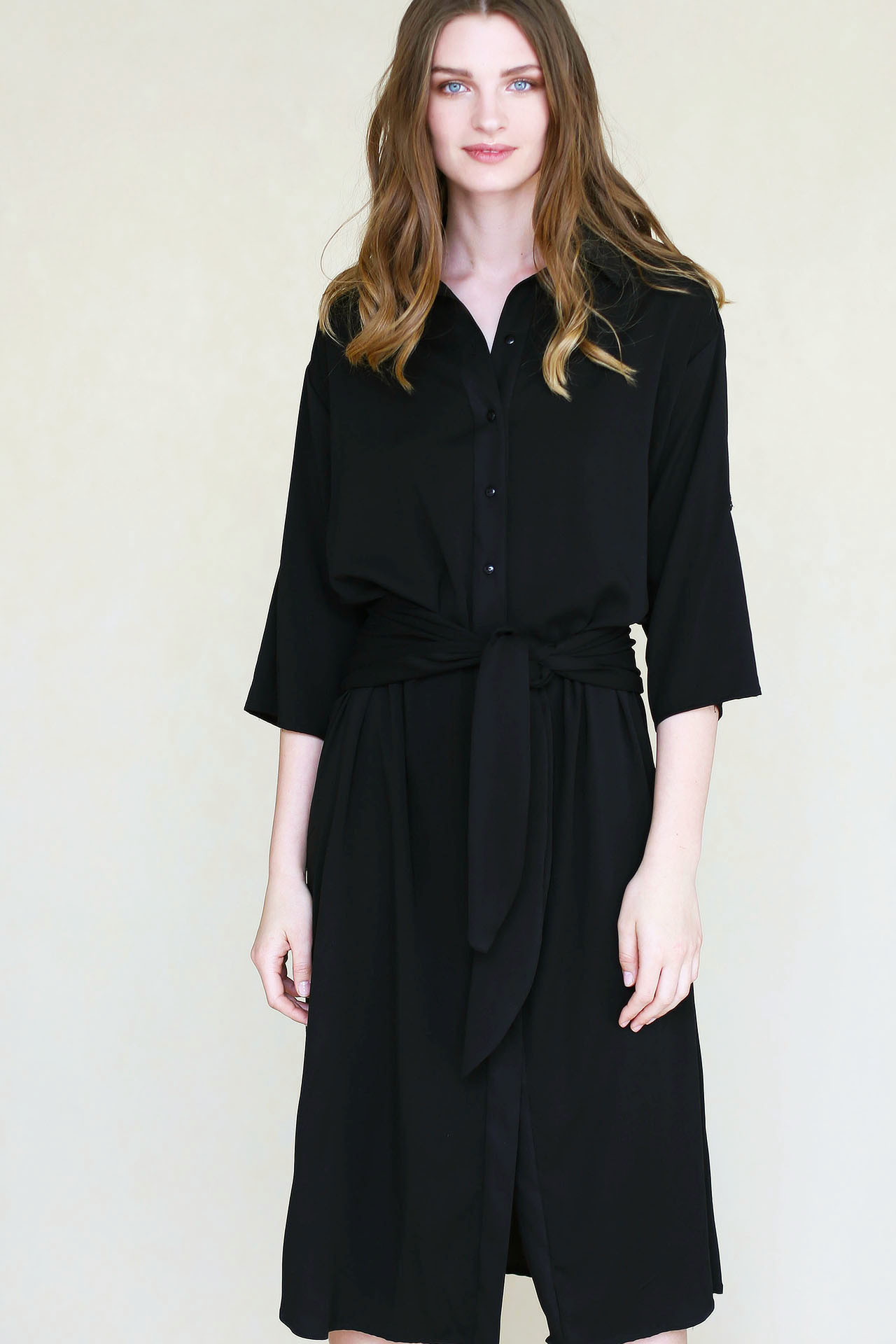 Długa czarna koszula z wiązaniem