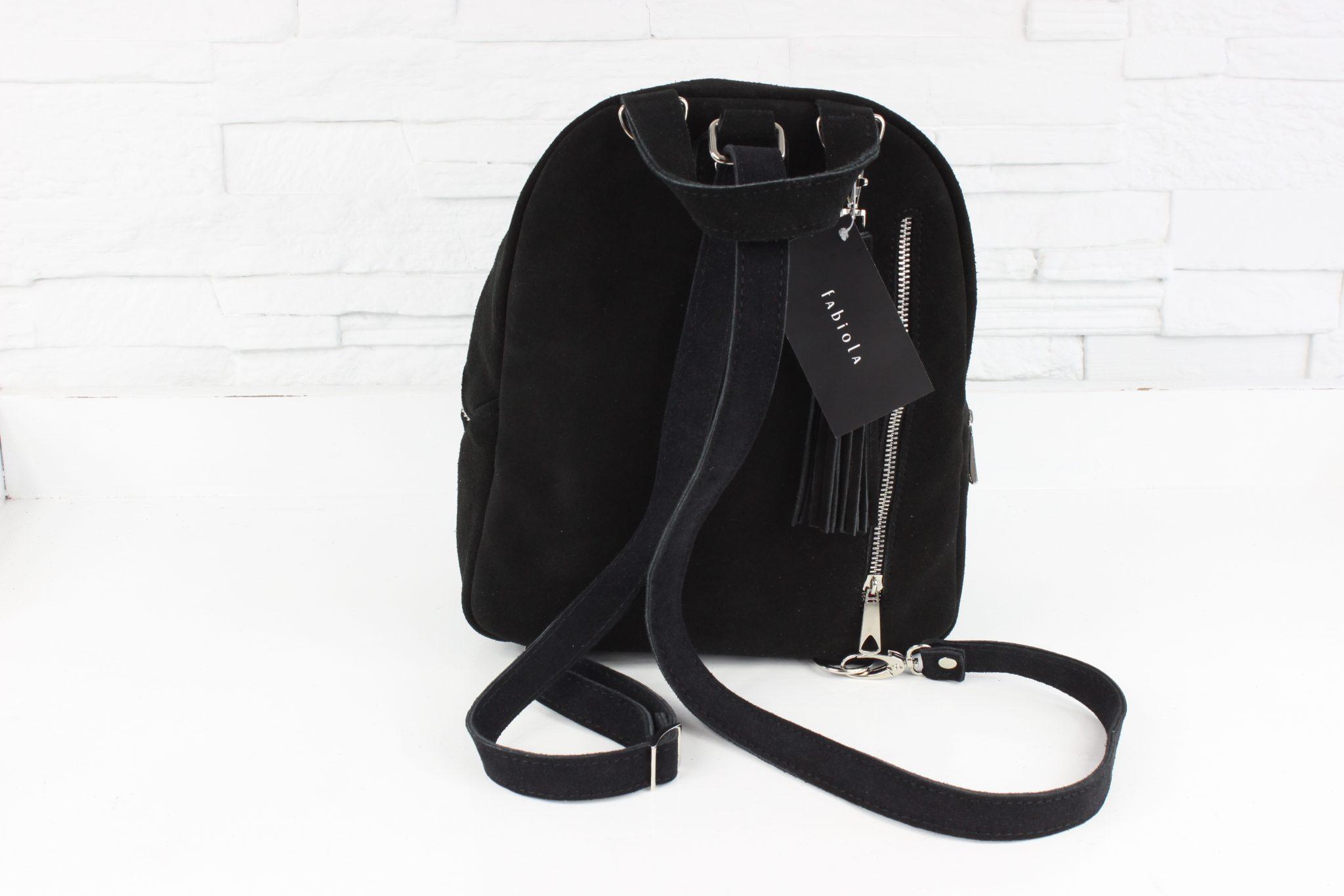 Plecak zamszowy - Fabio Plecak ZIP - stylowy i wygodny plecak/torebka, bardzo funkcjonalny! W całości wykonany ręcznie przy użyciu naturalnej skóry oraz z dbałością o najmniejszy szczegół. Opcja 3 w 1 na plecy na ramię do ręki. Minimalistyczny wygląd to jego główny atut. Dzięki swojej formie jest idealny na co dzień do pracy. Uniwersalny, wygodny, do noszenia w ręce, na ramieniu oraz na plecach. Gadżet, który powinien się znaleźć w garderobie każdej kobiety. Jest minimalistyczny, a zarazem designerski. Pomieści nie tylko szminkę, telefon i kartę, ale o wiele więcej dzięki czemu stanie się Twoim najlepszym przyjacielem podczas różnych wyjść. Model: Fabio Plecak ZIP Materiał: Naturalna skóra zamszowa Kolor: czarny Okucia: srebrne Frędzel: brak Pikowanie: brak Zapięcie: suwak Kieszeń na telefon: tak wykonana ze skóry Ilość kieszeni wewnątrz: 1 z podszewki na przedniej stronie plecaka Ilość komór: 1 Ilość kieszeni na zewnątrz: 2 (1 na froncie i 1 kieszeń zewnętrzna tylna umieszczona na ple
