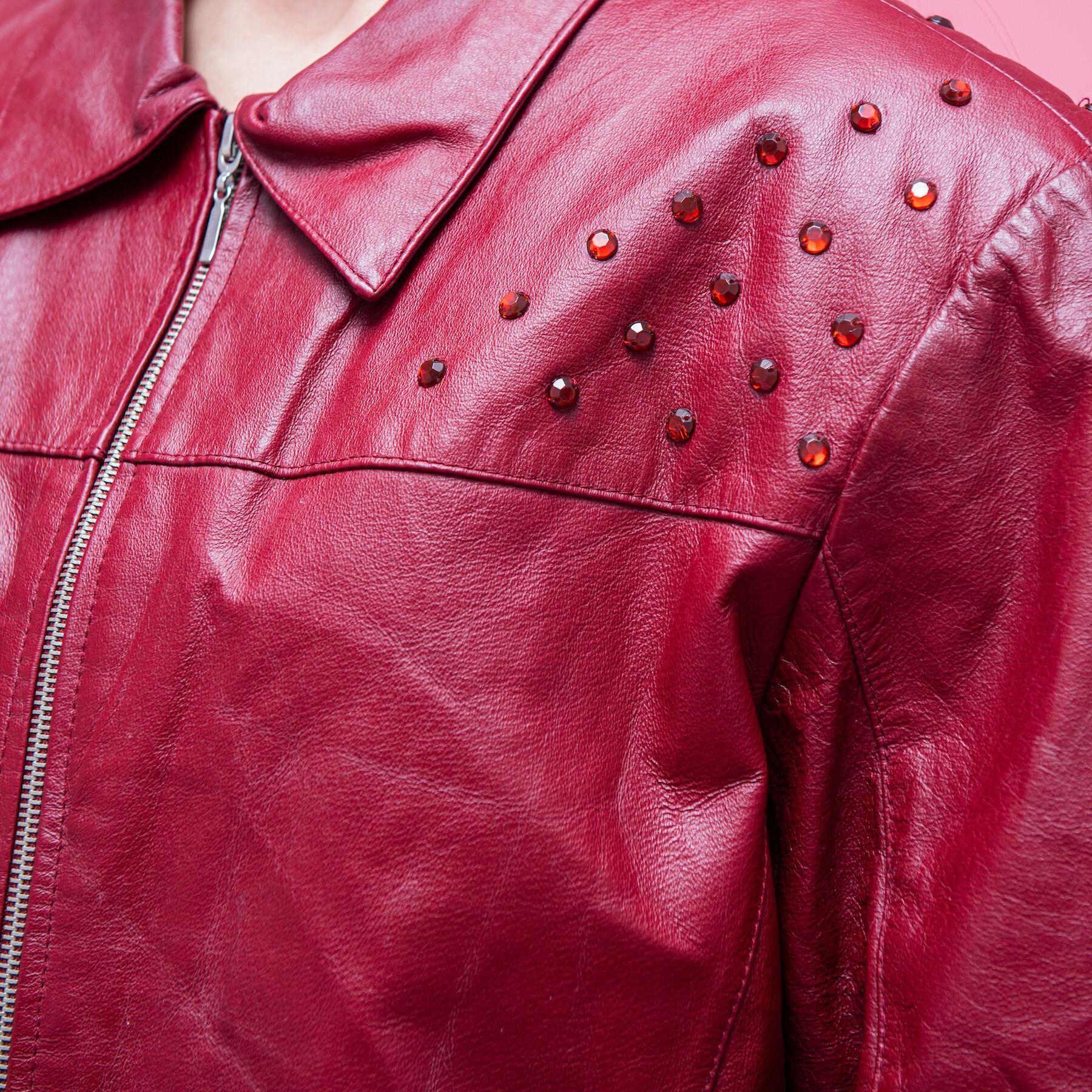 Bordowa kurtka ze skóry z cekinowymi zdobieniami - KEX Vintage Store   JestemSlow.pl