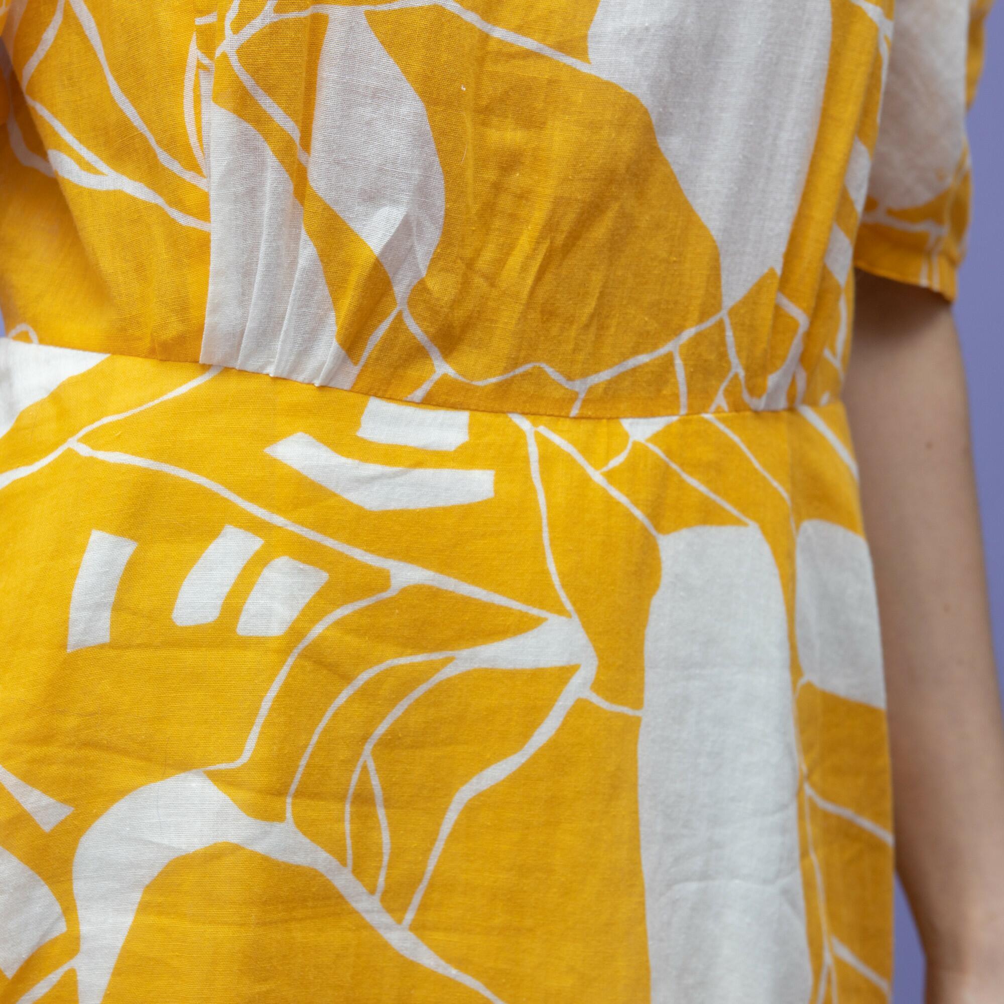 biało-żółta sukienka z bufiastymi rękawkami, kwadratowym dekoltem oraz podkreśloną talią - KEX Vintage Store | JestemSlow.pl