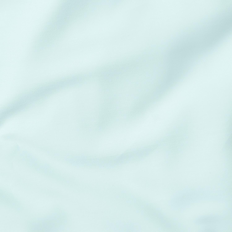 Bawełniana pościel w kolorze błękitnym Dla marzycieli bujających w obłokach i miłośników błogiego wypoczynku 100 bawełny o splocie satynowym gramatura 140 g m2 tkanina posiada certyfikat Oeko Tex Standard 100 klasy I który gwarantuję że pościel nie wywołuje podrażnień Jest bezpieczna dla niemowląt oraz alergików poszewki na poduszki z dyskretną zakładką poszewka na kołdrę wiązana na ozdobne troczki pościel uszyta w rodzimej szwalni komplet nie obejmuje wypełnień produkt całkowicie zaprojektowany i wyprodukowany w Polsce Kolor błękitny jest nie tylko piękny ale również działa relaksacyjnie i odprężająco W połączeniu z gładką i niezwykle miękką tkaniną bawełnianą 100 tworzy idealne warunki do miłego i komfortowego snu Sprawdza się idealnie w sypialniach dzieci oraz alergików Posiada certyfikat Oeko Tex gwarantujący że tkanina nie wywołuje podrażnień i nie posiada szkodliwych substancji Satynowy splot w połączeniu z wysoką gramaturą tkaniny 140g m 2 sprawia że produkt WALORY jest wytrzyma