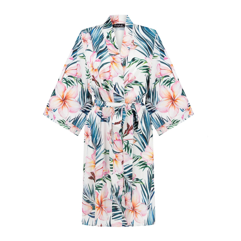 Szlafrok o klasycznym kimonowym kroju – kobiecy i delikatny. Wykonany z najwyższej jakości delikatnej i miękkiej satyny. Oryginalny i ciekawy wzór. Szlafrok zawiązywany jest z przodu paskiem, który jest wszyty na plecach. Idealny pomysł na prezent, doskonale prezentuje się z satynową koszulką. Estetycznie zapakowany. Rozmiar uniwersalny - odpowiedni dla Pań w rozmiarze S-XL. Długość: przed kolano. Rękaw 3/4. Produkt dostępny jest również w innych kolorach. Skaład: 100% poliester. Na specjalne życzenie Klienta istnieje możliwość specjalnej personalizacji w postaci haftu oraz zamówienie produktu w innym kolorze.