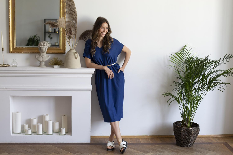 Sukienka Dua kobaltowa z dwustronnym dekoltem - wiskoza Ecovero PRZEDSPRZEDAŻ - VOLNA