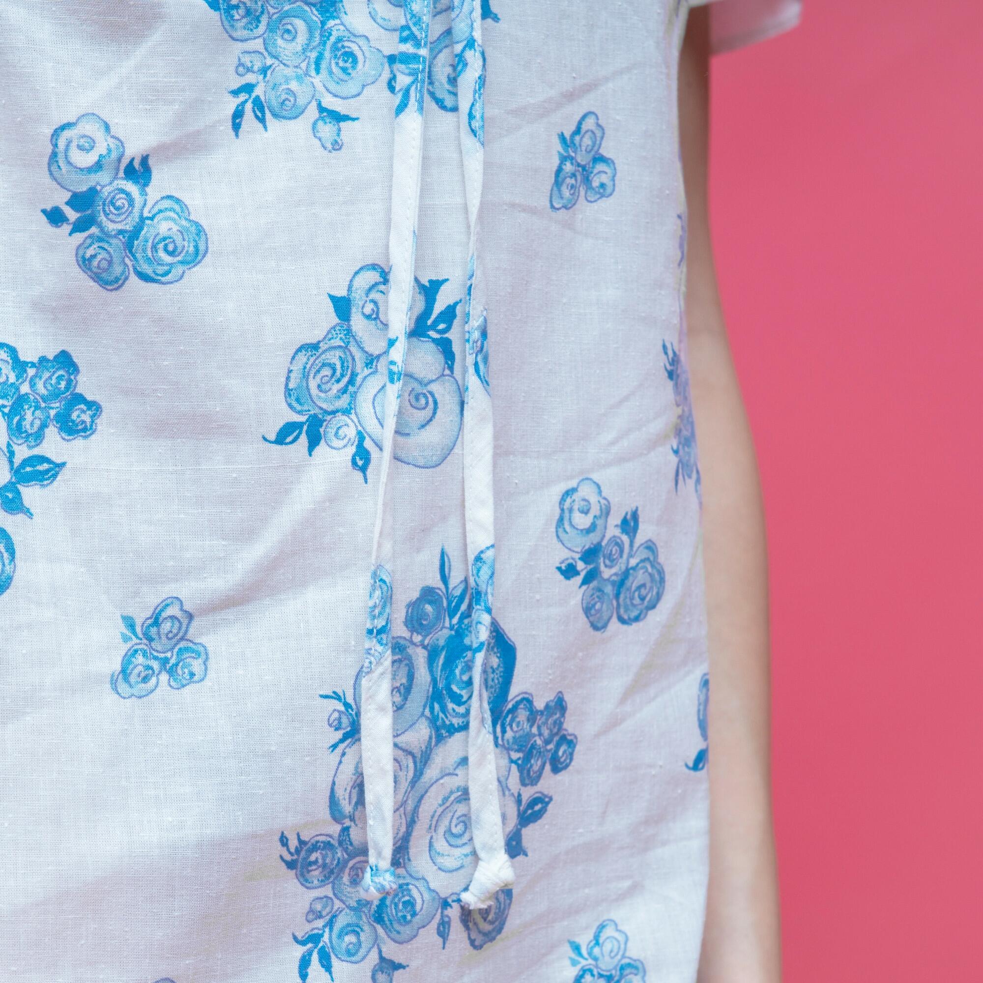 Biała sukienka z bawełny w niebieskie kwiaty Made in Poland - KEX Vintage Store | JestemSlow.pl