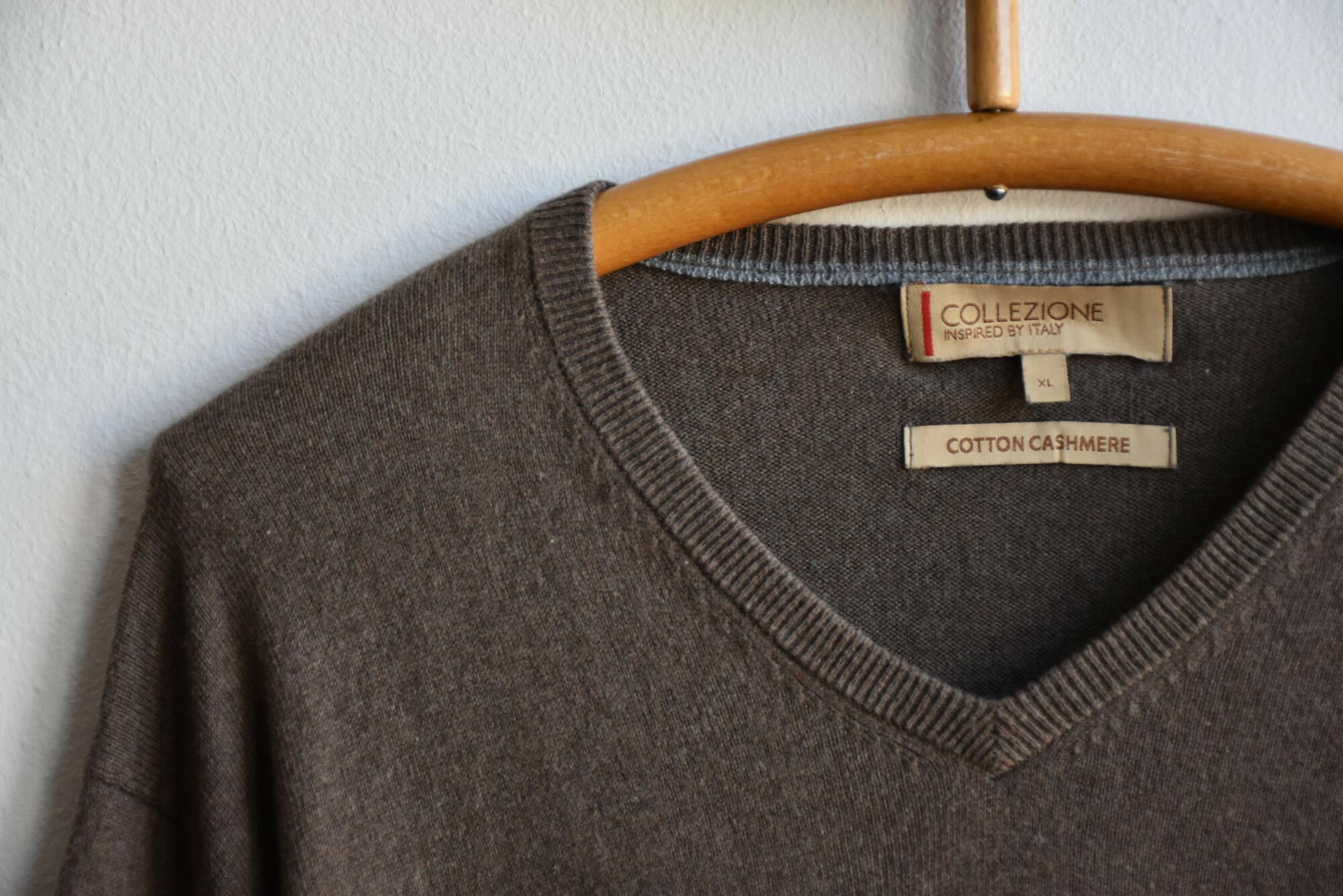Klasyczny sweter w serek z bawełny i kaszmiru - PONOŚ SE vintage shop | JestemSlow.pl