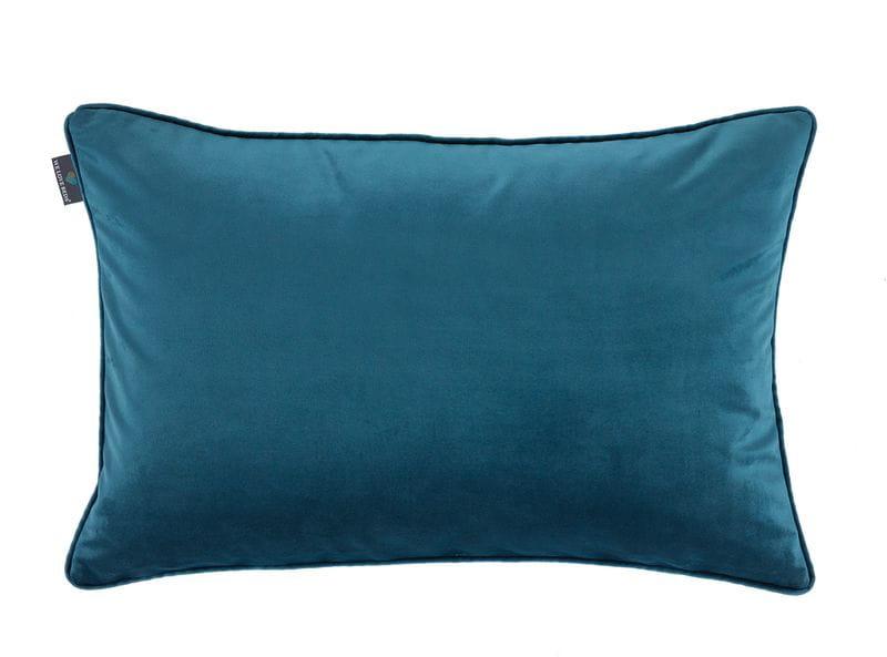 Poszewki dekoracyjna Teal, sprawdzi się zarówno w sypialni jak i salonie. Przyjemny dla oka, relaksujący odcień poszewki doda atrakcyjności każdemu wnętrzu.Oprócz niebanalnego wyglądu poszewka jest także bardzo przyjemna w dotyku, wykonana z poliestru. Staranność wykonania połączona z przepięknym kolorem morskiej toni poszewki dekoracyjnej Teal, to z pewnością idealny wybór. Kolor : Niebieski Dostępne rozmiary : 50x50 cm - pasuje do niej wkład jedwabny 55x55 cm 40x60 cm - pasuje do niej wkład jedwabny 45x65 cm Tkanina : Poliester Wymiary produktów wykonanych z tkanin objęte są tolerancją w granicach +/- 2 cm na długości i szerokości.
