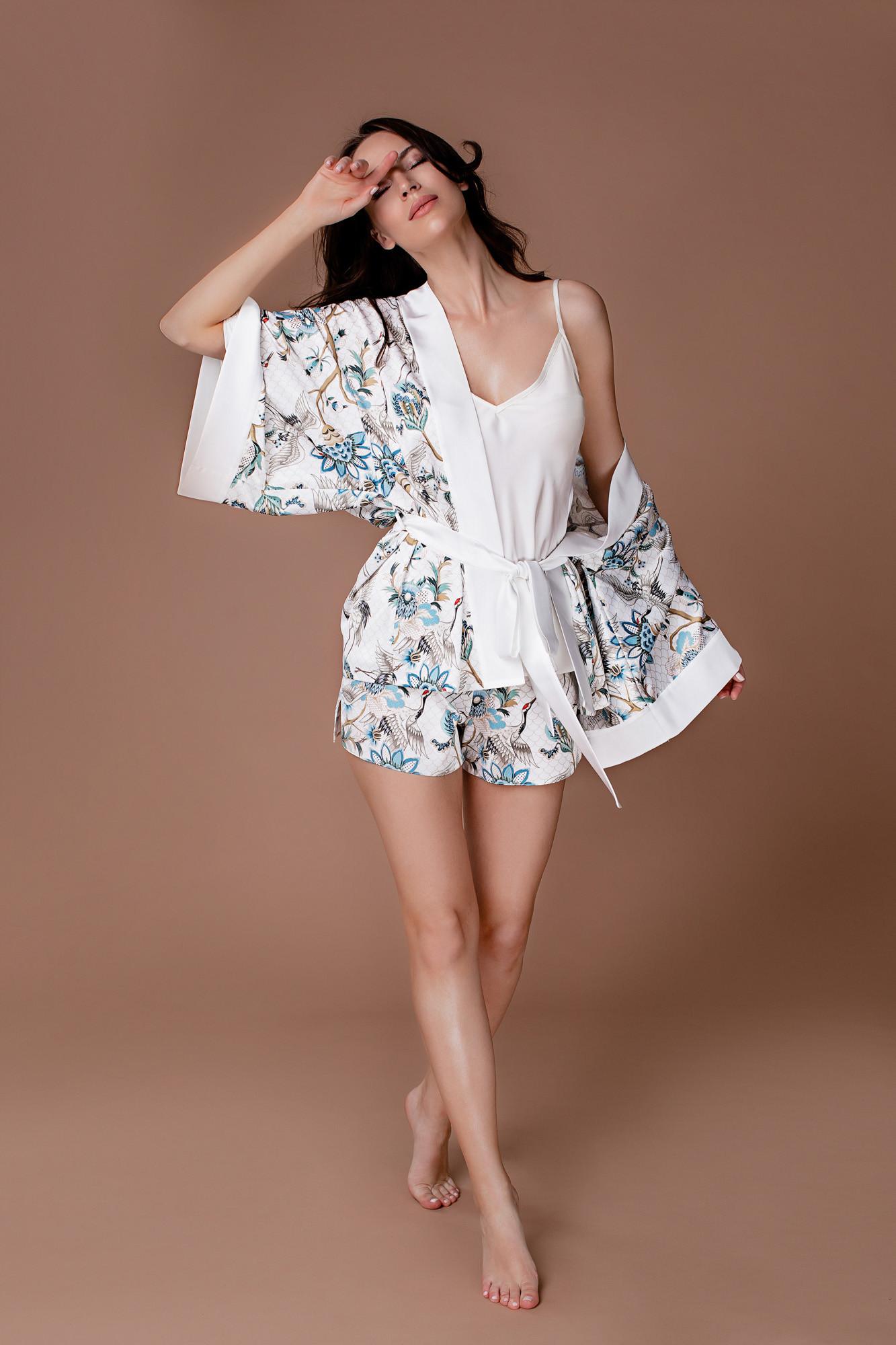 Piżama z narzutą i krótkimi spodenkami biała Sunshine - Endorfinella