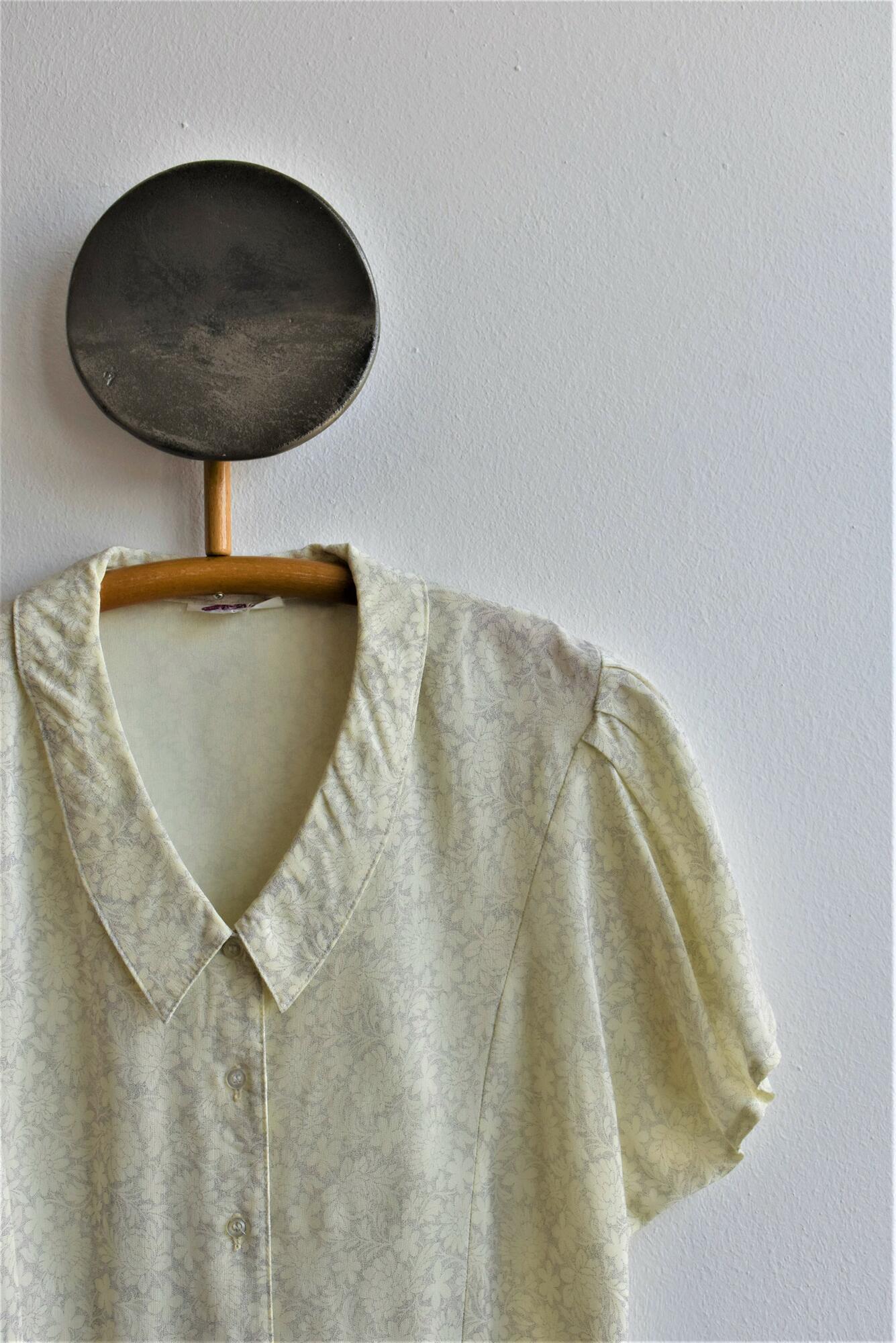 Beżowa koszula z krótkim rękawem - PONOŚ SE vintage shop   JestemSlow.pl