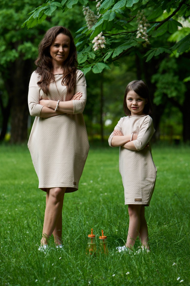 Dresowe sukienki typu tunika dla mamy i córki - beżowe w kropki - Lovemade   JestemSlow.pl