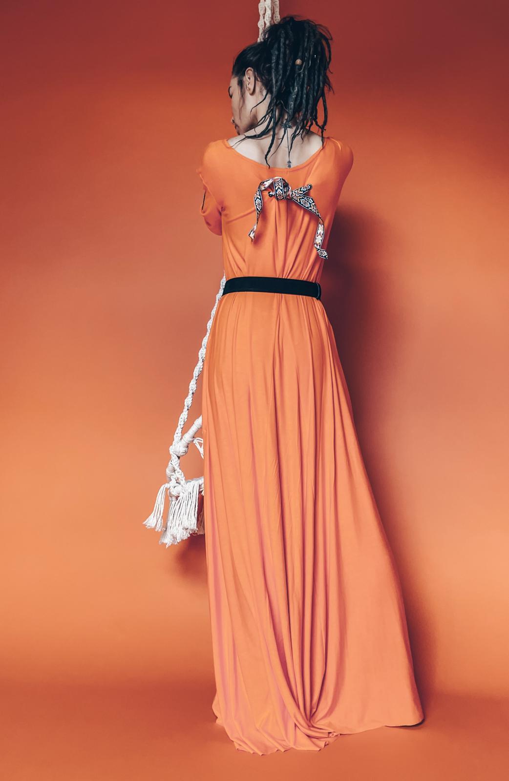 Sukienka Carmen przyjemna w dotyku duży dekolt odkryte ramiona pomarańczowa - Agi Jensen Design   JestemSlow.pl