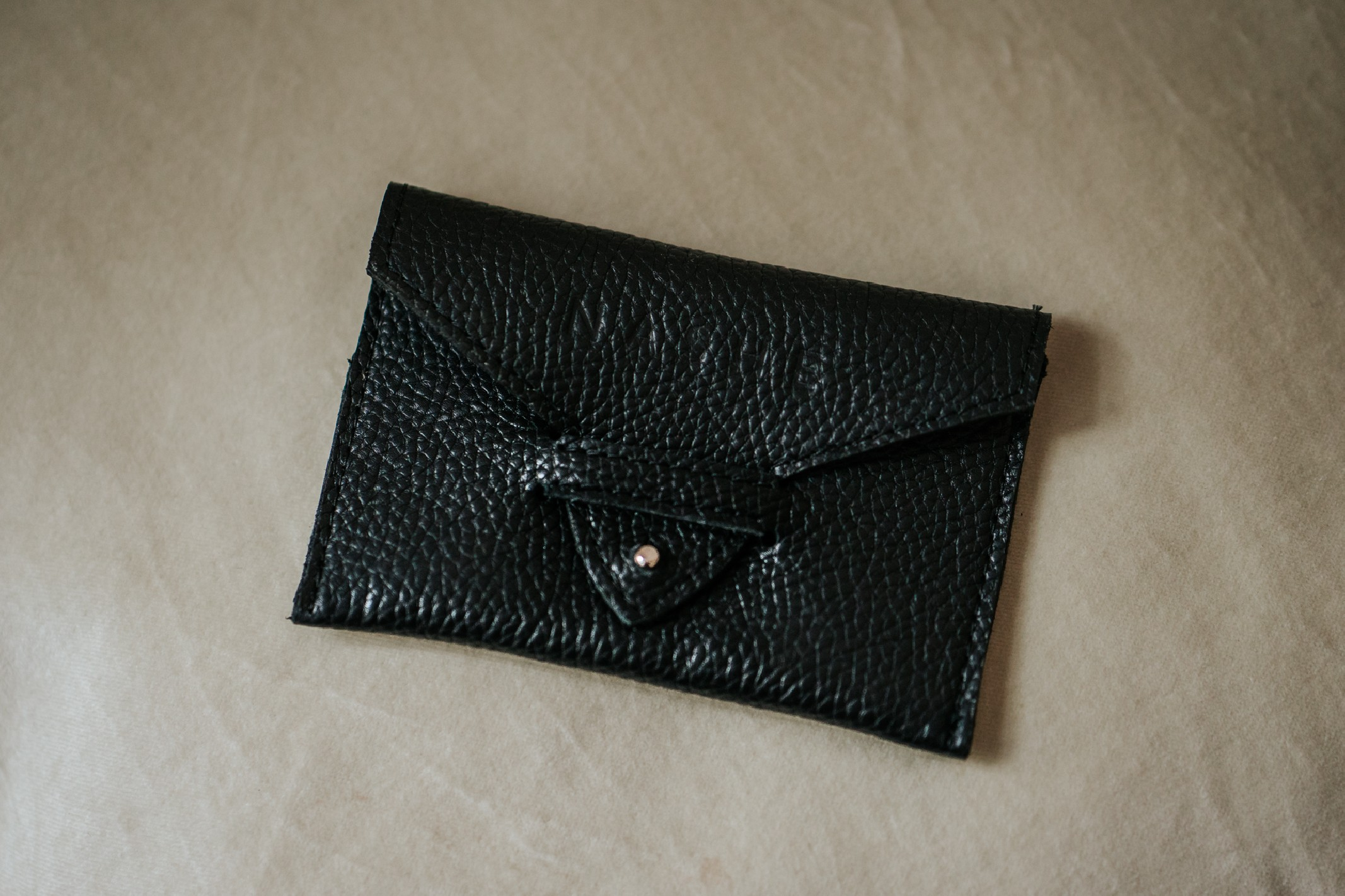 CASHLESS - skórzane etui na karty płatnicze - czarne - Nashe