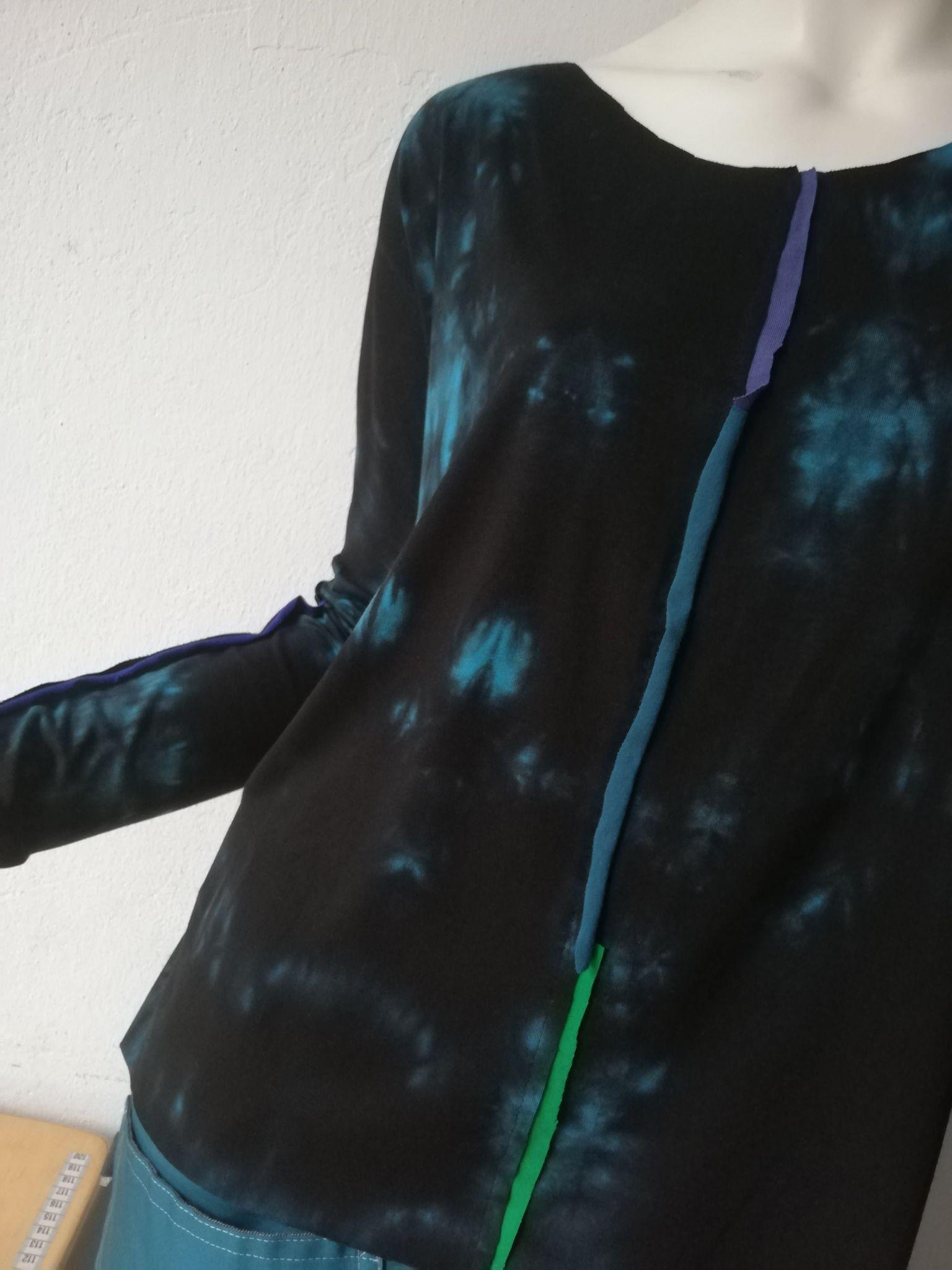 Bluzka z długim rękawem, czarna z elementami turkusu - AgaMa | JestemSlow.pl