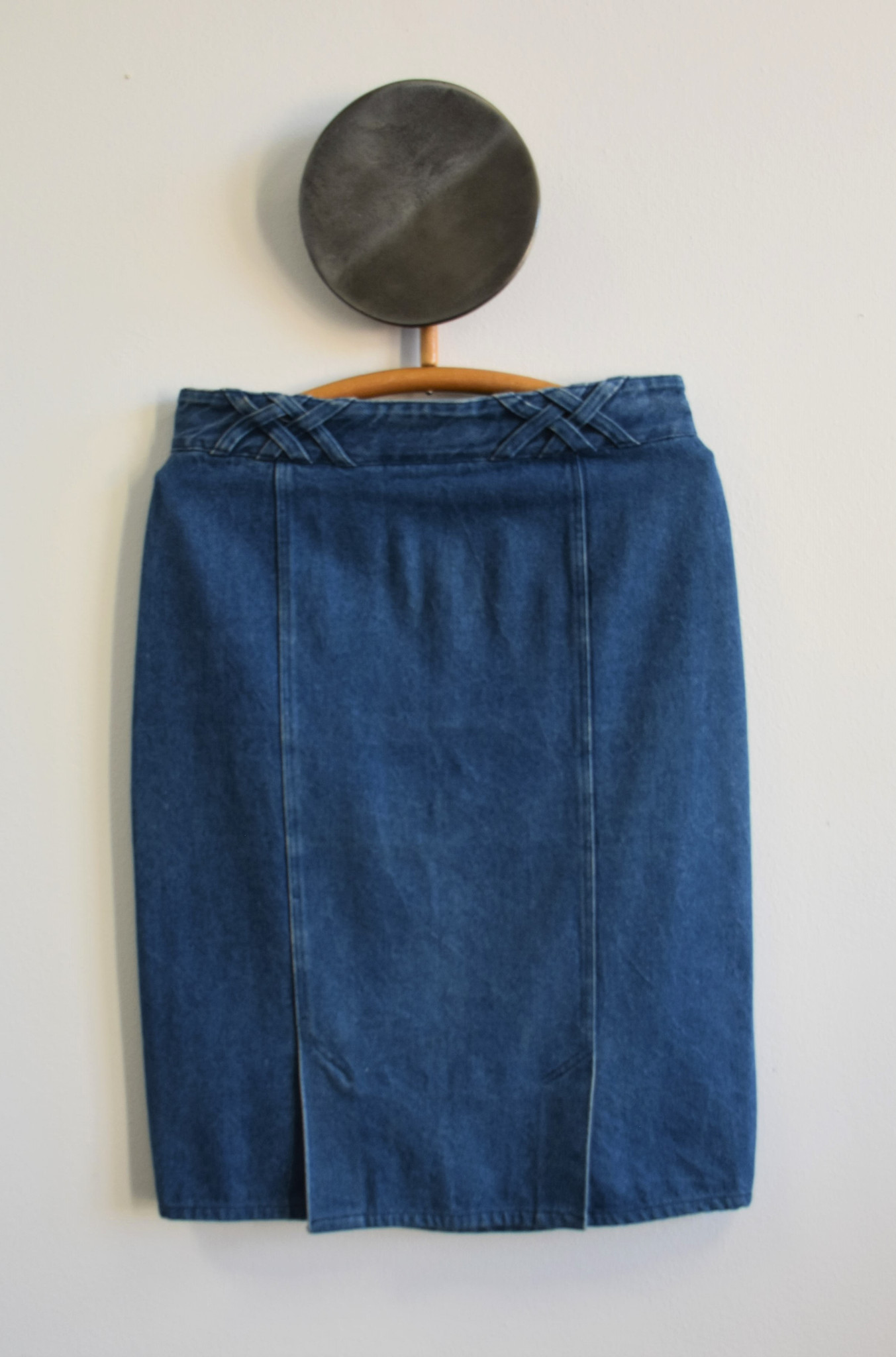 Ołówkowa spódnica jeansowa z ozdobym pasem - PONOŚ SE vintage shop | JestemSlow.pl