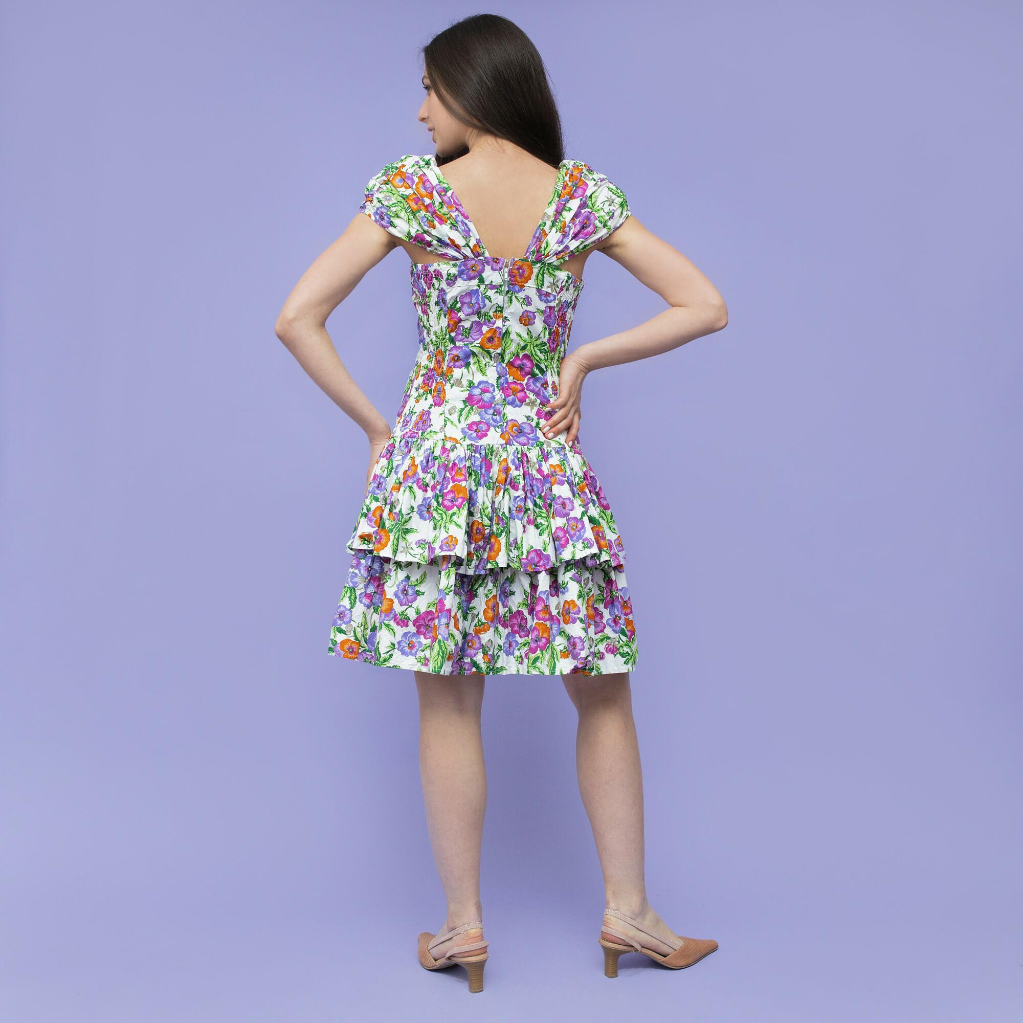 Sukienka z bawełny w fioletowo pomarańczowe kwiaty z poduszkami na ramionach i falbankami - KEX Vintage Store   JestemSlow.pl