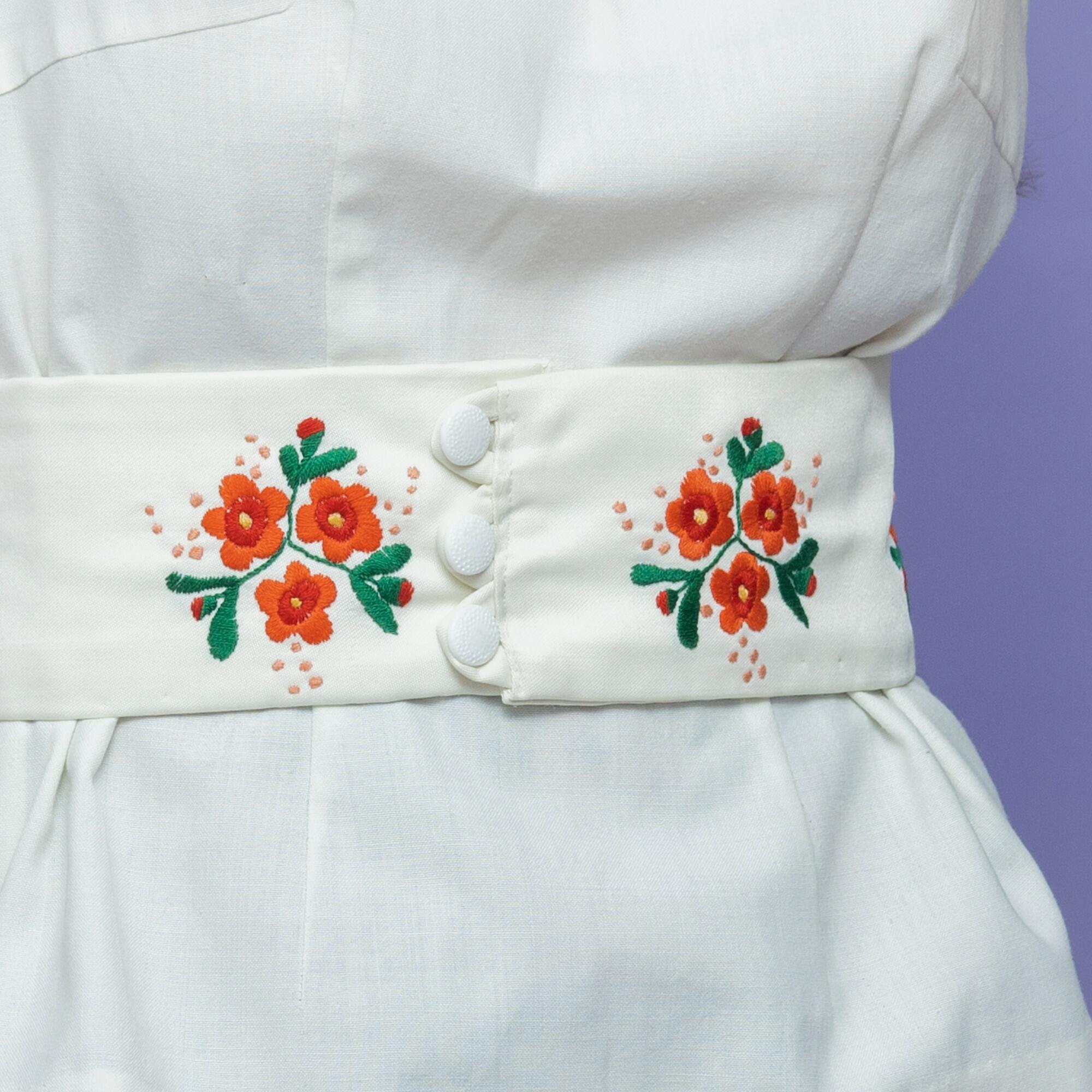 Biała bluzka z kremowym paskiem w folkowe haftowane kwiaty - KEX Vintage Store | JestemSlow.pl