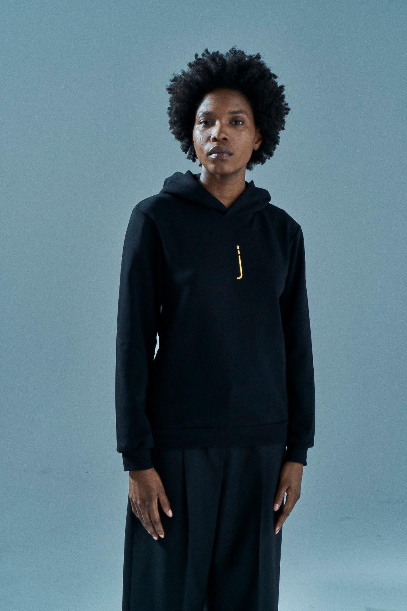 Czarna bluza unisex z haftem z kapturem HOODIE J BLACK - Jimmy Jinx