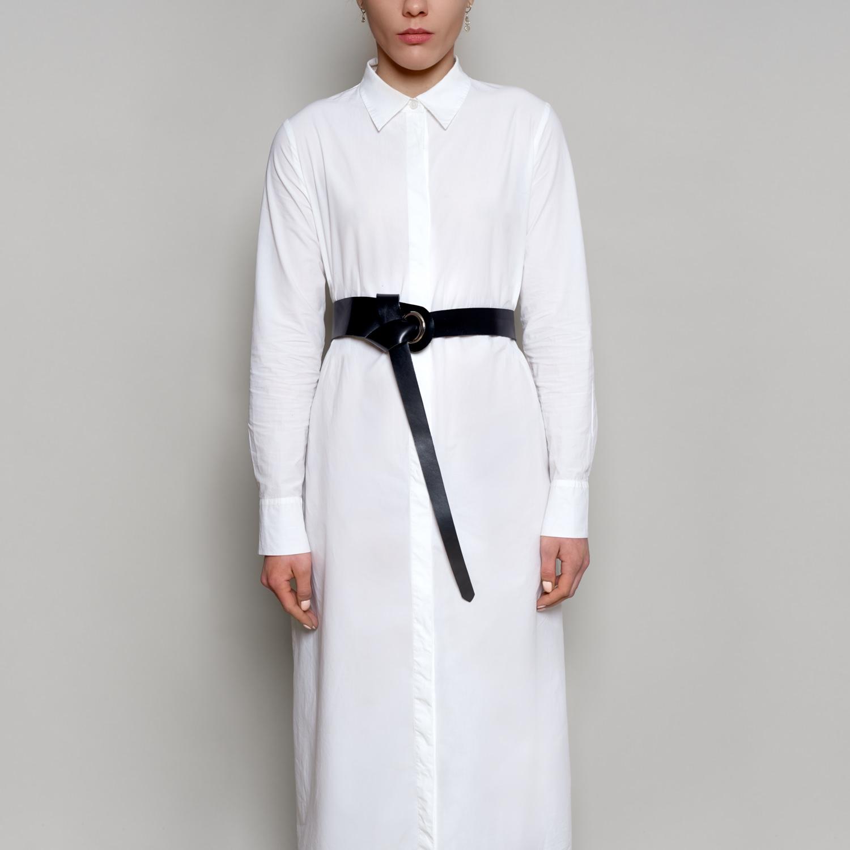 Idealny zarówna do płaszcza, jak i do sukienki. Skórzany pasek zapinany w talii lub w pasie. Dostępny w dwóch kolorach czarnym i naturalnym. Okucia srebrne. Pasek w najgrubszym miejscu ma 5 cm, w najcieńszym 2 cm.